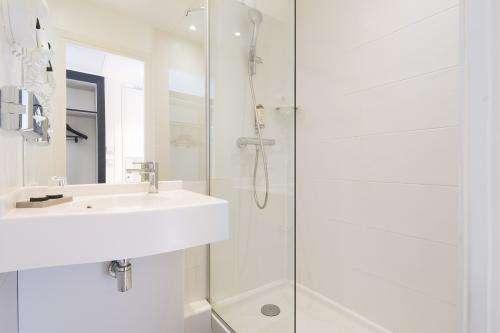 Haussman - Chambre Single - Salle de bain